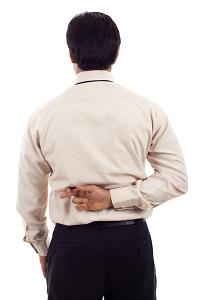 Lockdown-Einnahmeausfälle: Versicherung trickst, gekreuzte Finger des Managers